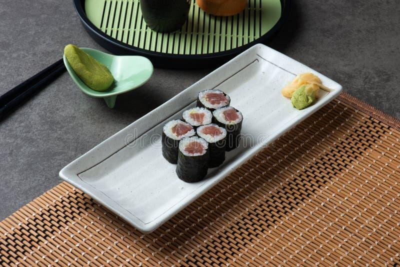 Maki Tuna Sushi rullar fotografering för bildbyråer