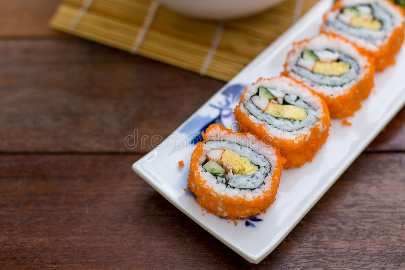 Maki van het broodjessushi van Californië stock afbeelding