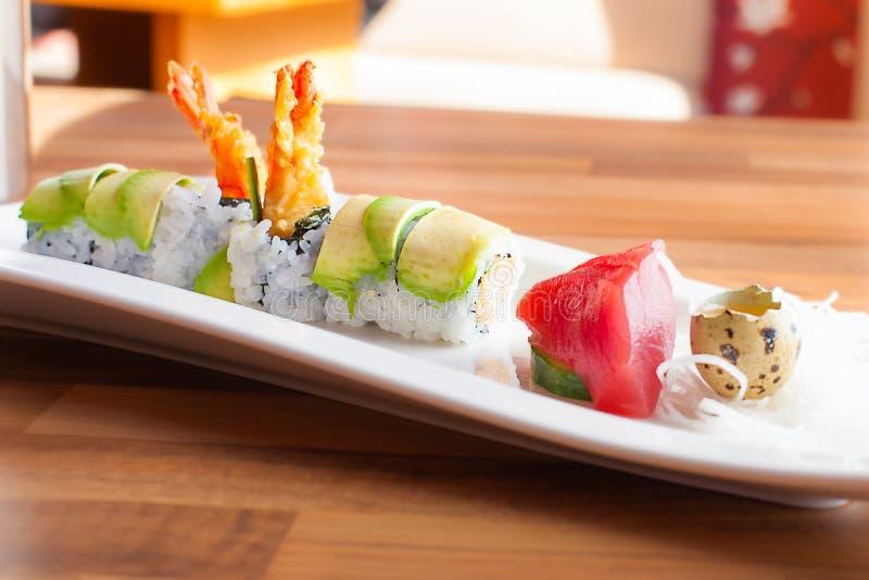 Maki y sashimi fotos de archivo