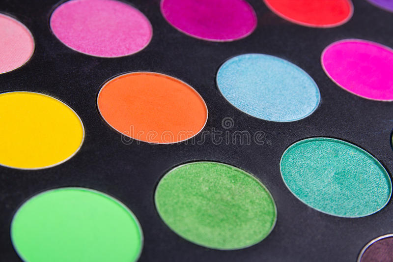 Makijażu eyeshadow kolorowe palety nad czernią zdjęcia stock