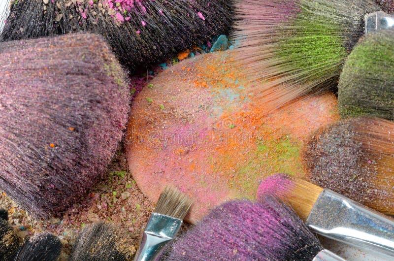 Makijażu muśnięcie na kolorowym zdruzgotanym eyeshadow obraz royalty free