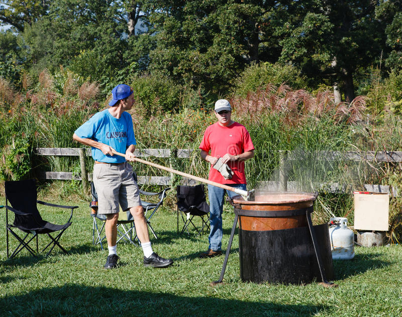 Download Making Apple Butter Festival Virginia Editorial Photo - Image: 26752336