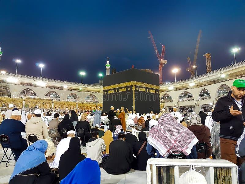 Makkah, Saudi-Arabië - Maart, 2018: Moslimpelgrims in Kaaba in de Haram-Moskee van Mekka, Saudi-Arabië royalty-vrije stock fotografie