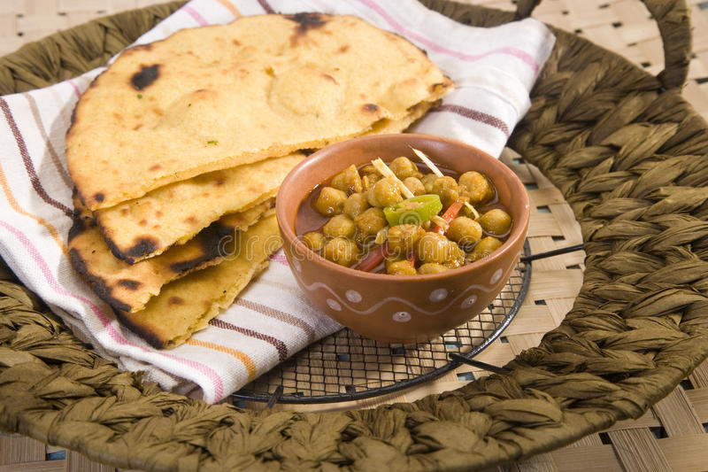 Makki Ki Roti avec Channa photo stock