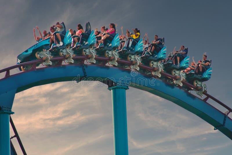 Mako Roller Coaster stupéfiant chez Seaworld Carte postale de voyage images libres de droits