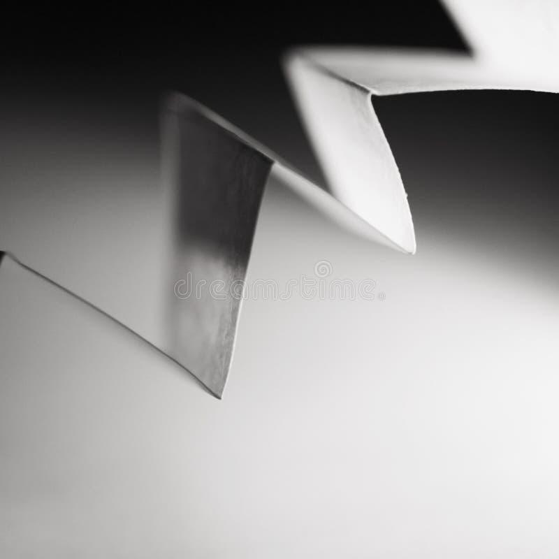 Makro abstrakt begrepp, svartvit bild av ett sicksackpapper arkivfoto
