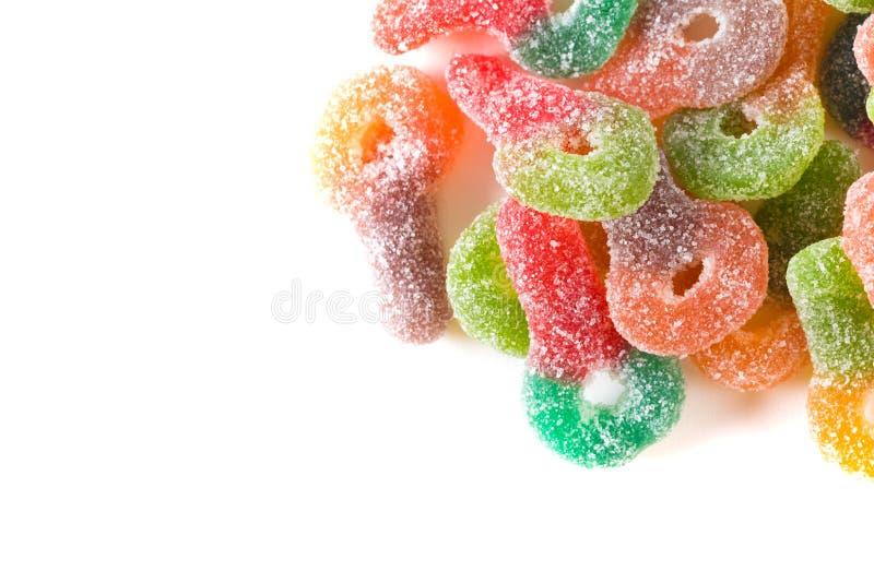 Makro des bunten Zuckers beschichtete zähe gummiartige Süßigkeit stockfoto