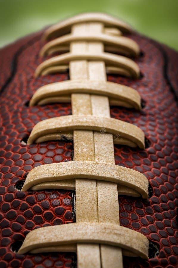 Makro eines amerikanischen footballball stockfotos