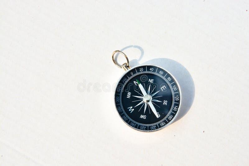 makro för bakgrundsclosekompass upp white royaltyfri foto