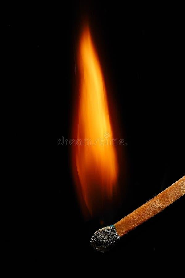 Makro- fotografia błękitny matchstick zaczyna płonąć zdjęcia stock