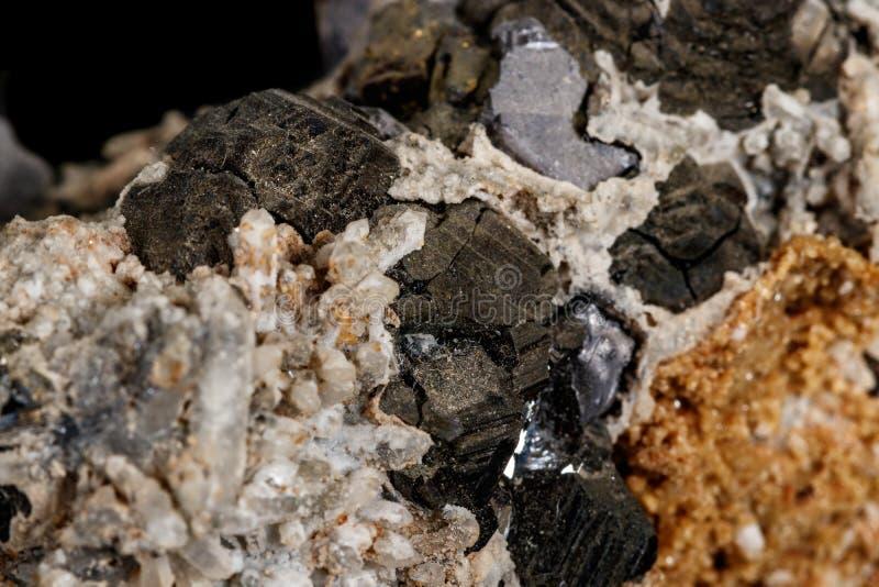 Makro- kamienna kopalna galena na czarnym tle obraz royalty free