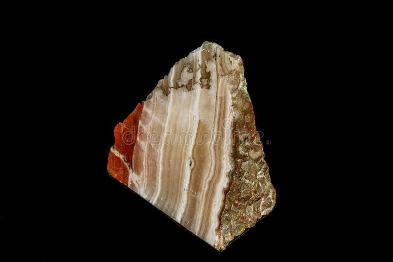 Makro- kamienny kopalina marmuru onyks na czarnym tle fotografia royalty free