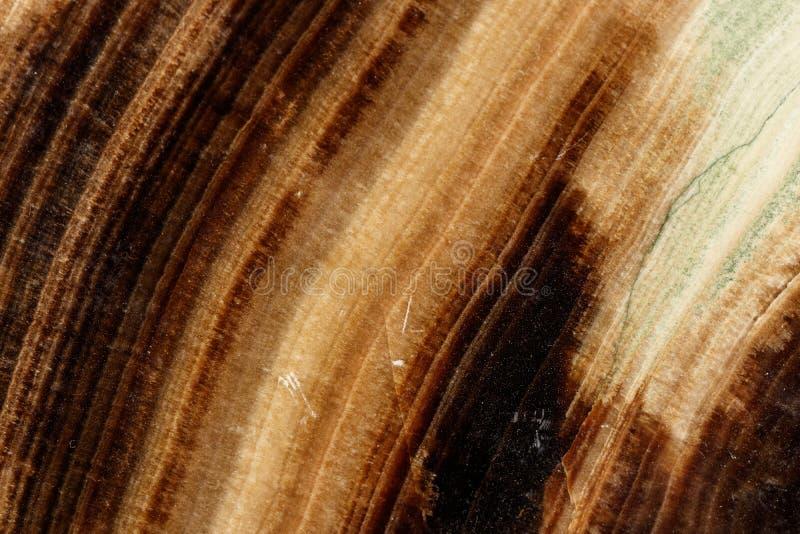 Makro- kamienny kopalina marmuru onyks na czarnym tle fotografia stock