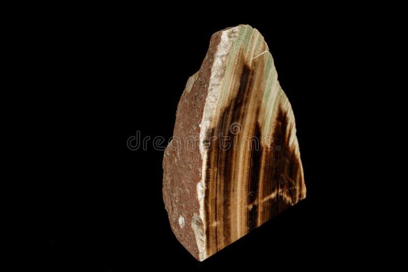 Makro- kamienny kopalina marmuru onyks na czarnym tle zdjęcie royalty free