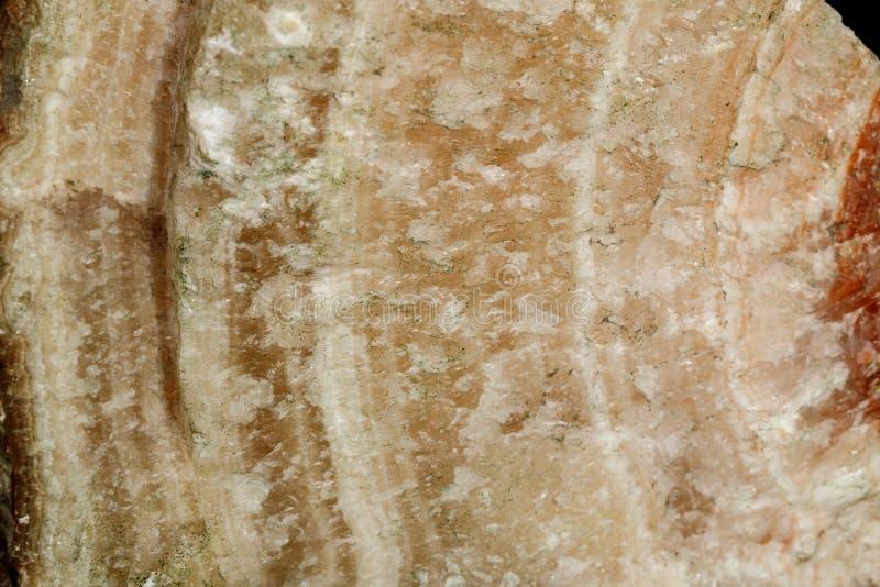 Makro- kamienny kopalina marmuru onyks na czarnym tle obrazy royalty free