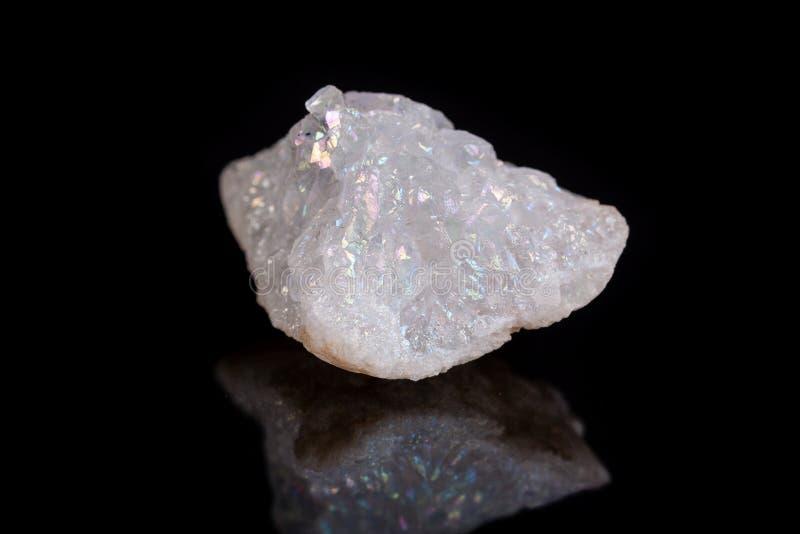 Makro- kopalina kamienia anioła aury kwarcowy kryształ na czarnym backgro obrazy royalty free