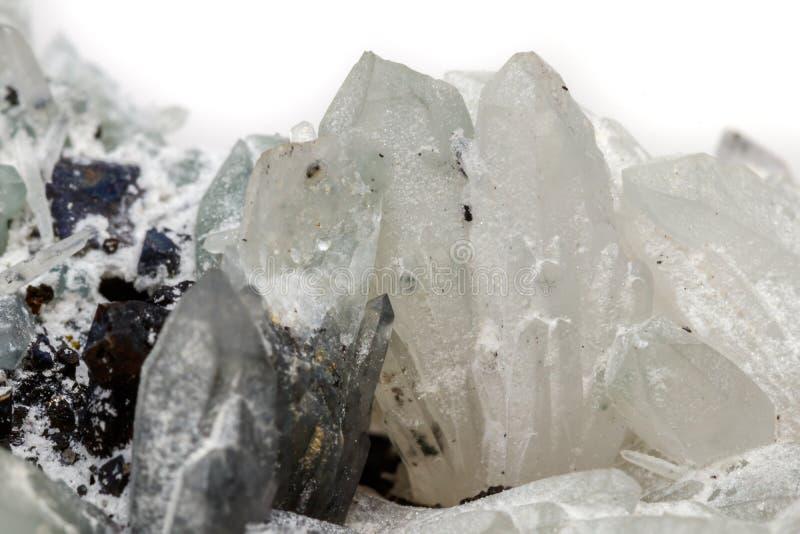 Makro- Mineral- Stein-Drusus-Quarz mit Sphalerit im Felsen a stockfotografie