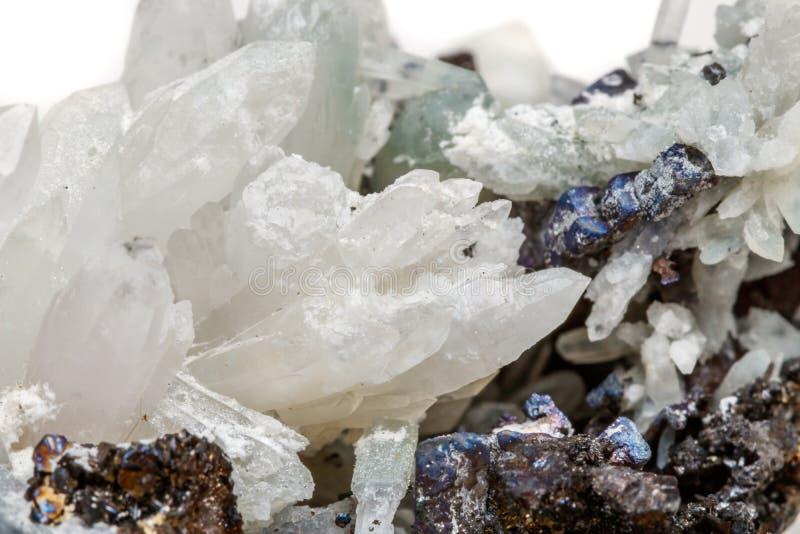 Makro- Mineral- Stein-Drusus-Quarz mit Sphalerit im Felsen a stockbild