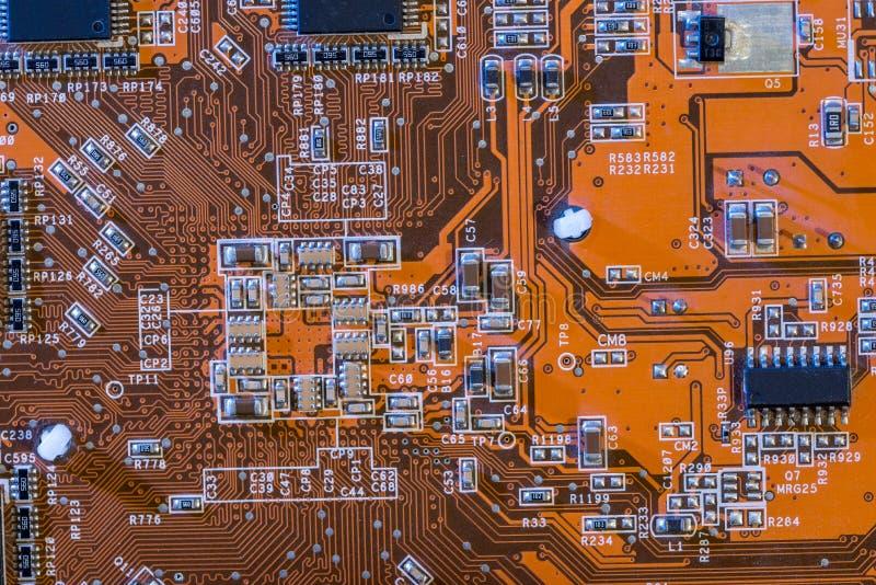 Makro som skjutas av bak av den orange datoren arkivbilder