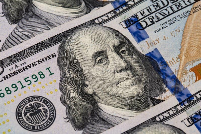 Makro som skjutas av en 100 dollar Dollar Closeupbegrepp Amerikanska dollar kassapengar sedeldollar hundra en bockar hundra arkivbild