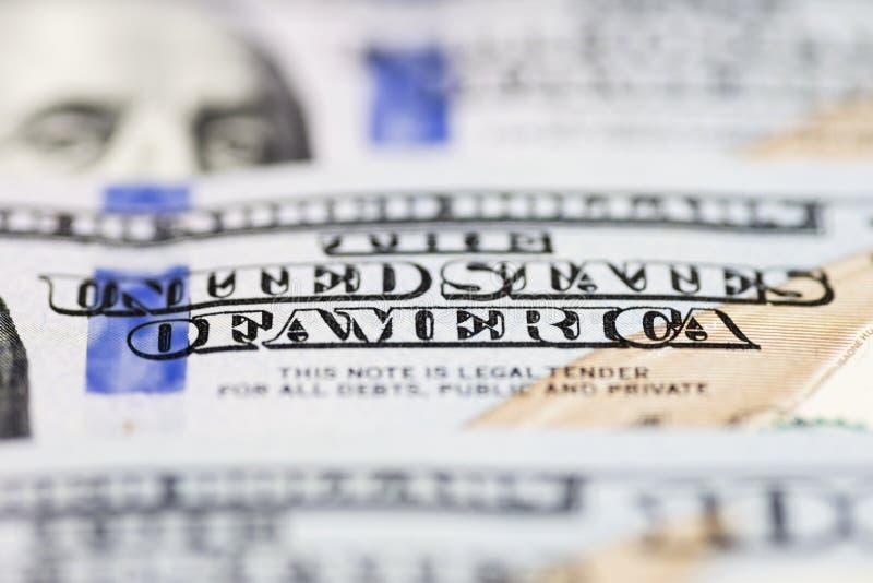 Makro som skjutas av en 100 dollar Dollar Closeupbegrepp Amerikanska dollar kassapengar sedeldollar hundra en bockar hundra royaltyfria bilder
