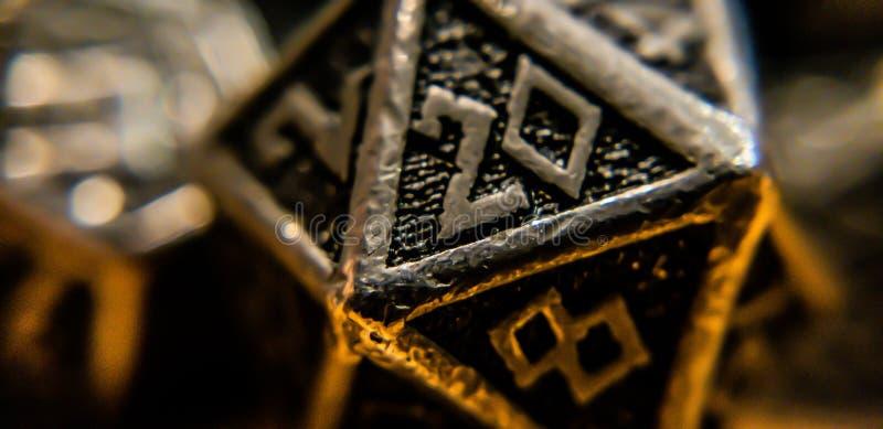 Makro- strzał d20 Na stole fotografia royalty free