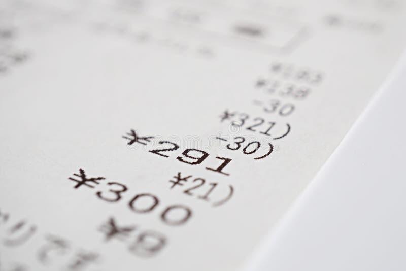 Makro- szczegół Japońskiego papieru kwit x28 &; białego papieru rachunek, sprzedaży slip& x29; z sumą kilka rzeczy obrazy royalty free