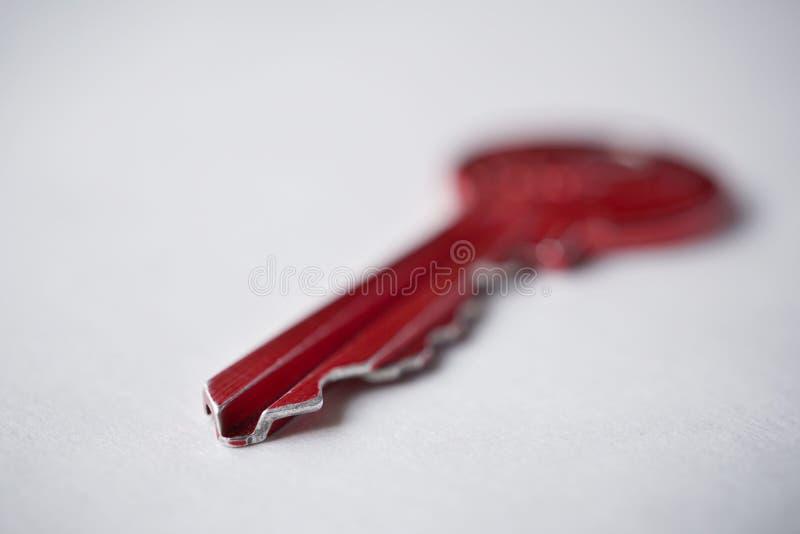 Makro- szczegół ostra porada czerwony metalu klucz zdjęcia royalty free