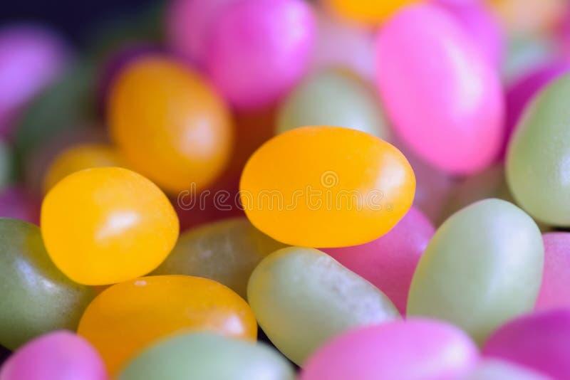 Makro- tekstura kolorowego cukieru pokryci cukierki zdjęcia stock