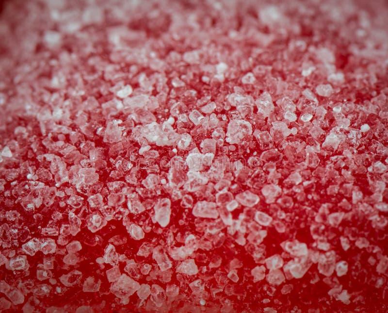 Makro von Sugar Crystals auf gummiartiger Süßigkeit stockbild