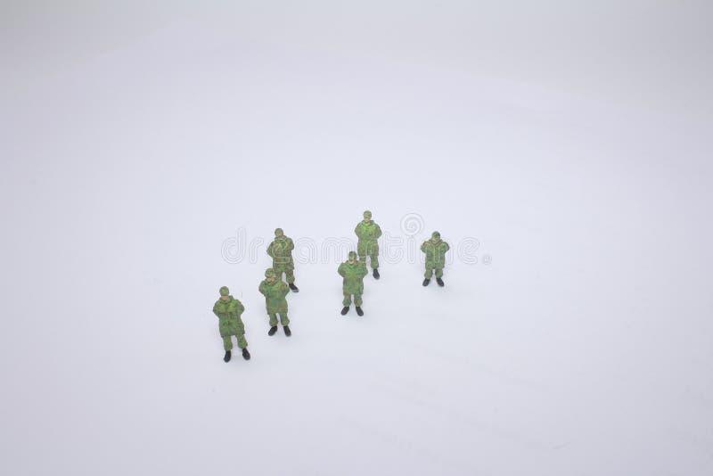 Makrocloseup av liten grön arméleksaker royaltyfri bild