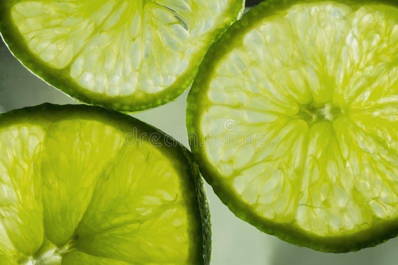 Makrofoto av saftiga limefrukter royaltyfri bild