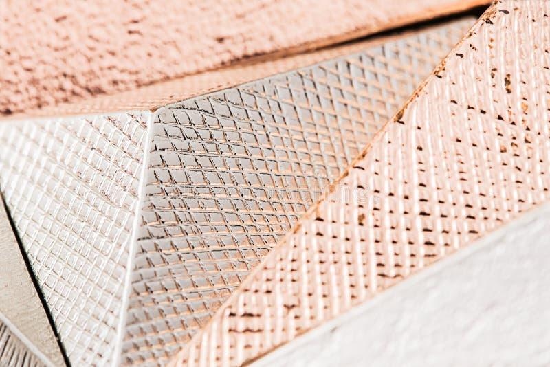 Makrofoto der metallischen Pyramide stockbilder