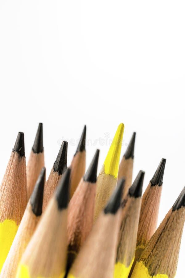 Makrogruppen av svartblyertspennor och färg ritar royaltyfria bilder