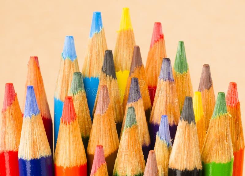 Makronahe hohe hölzerne mehrfache Farbe Art Supply Pencils lizenzfreie stockfotografie