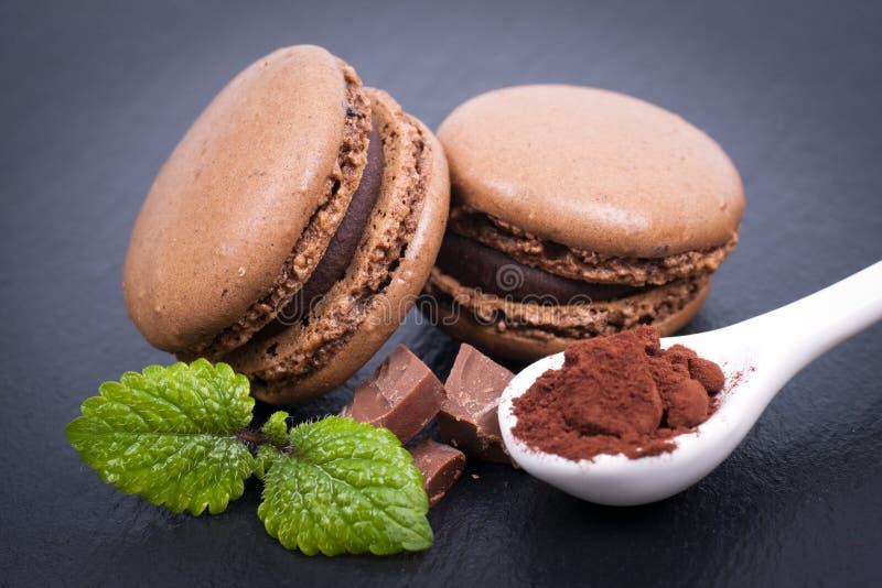 Makronen mit Schokolade stockfotos