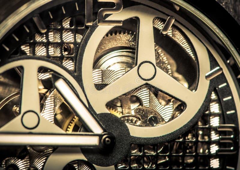 Makroskott av klockarörelse arkivbild
