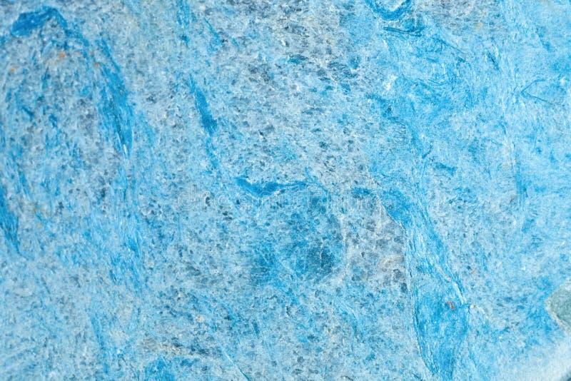 Makroskytte av den naturliga gemstonen Texturen av den mineraliska dumortieriten abstrakt bakgrund royaltyfri foto
