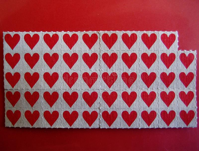 Makrotapetenkleingedruckten des kleinen roten Stockpapierhintergrundes lizenzfreies stockbild