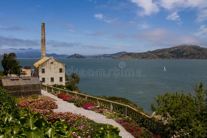 Makthuset på den Alcatraz ön, San Francisco, Kalifornien royaltyfria bilder