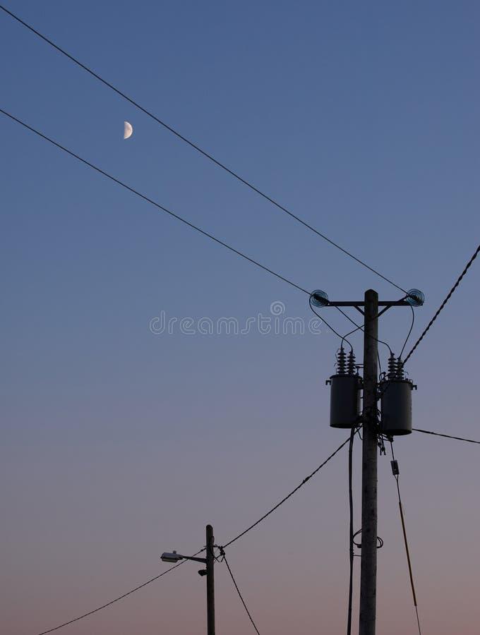 Maktpoler och månen royaltyfri bild