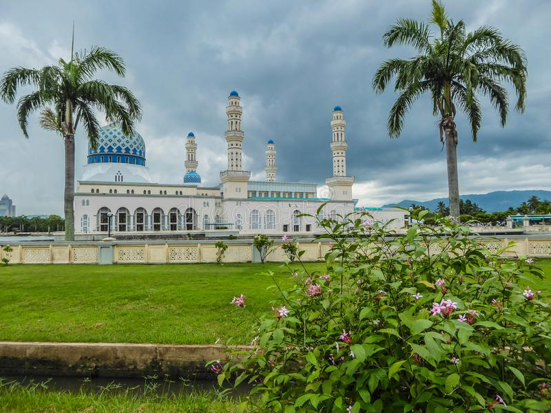 Malásia - mesquita em Kota Kinabalu imagens de stock royalty free