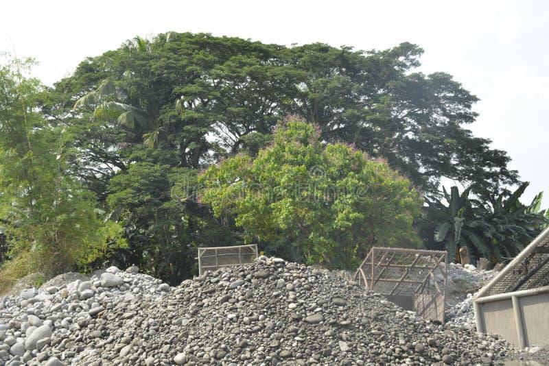 Mal河, Matanao,南达沃省,菲律宾沙子和石渣掩护  免版税库存照片