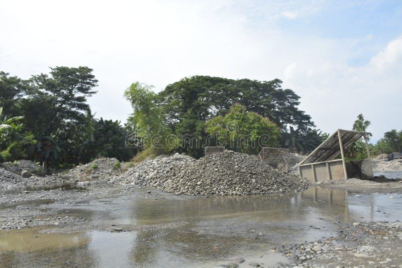 Mal河, Matanao,南达沃省,菲律宾沙子和石渣掩护  库存照片