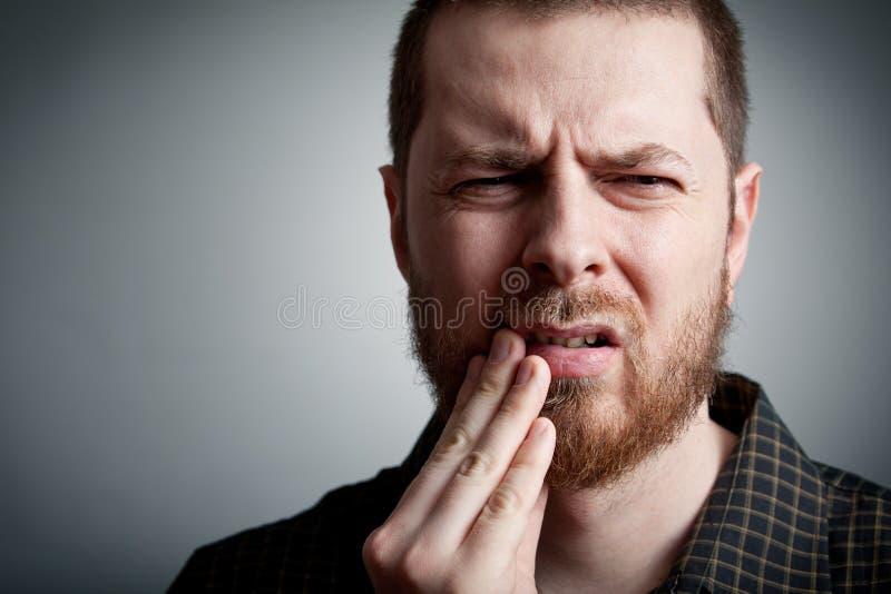Mal de dents - équipez avec des problèmes de dents image libre de droits