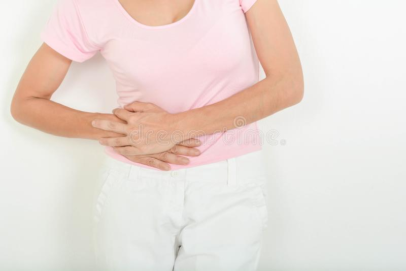 Mal de ventre chez dames ?g?es photo libre de droits