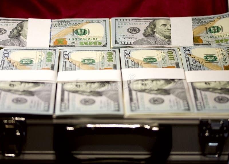 Mala de viagem com bloco dos dólares fotos de stock royalty free