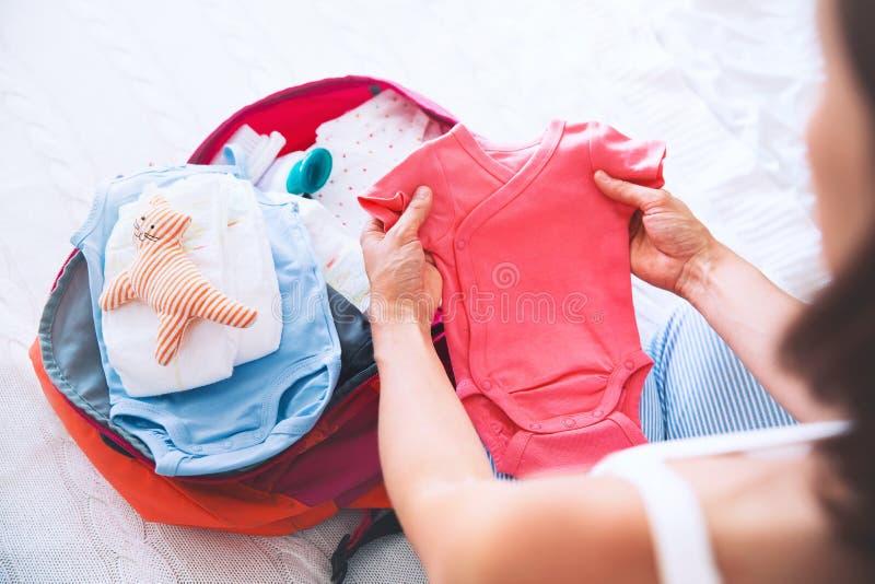 Mala de viagem da embalagem da mulher gravida, saco para o hospital de maternidade imagem de stock royalty free