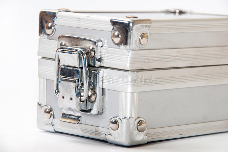 Mala de viagem de alumínio fechado velha fotografia de stock royalty free