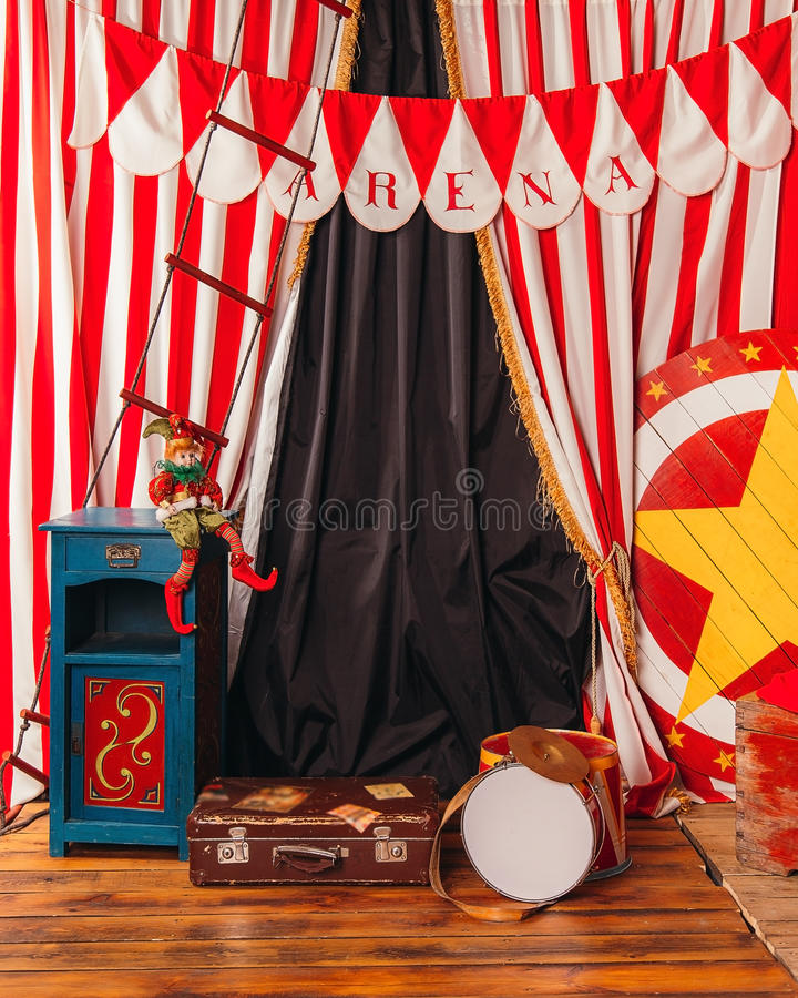 Mala de viagem do cilindro do palhaço de circo da arena imagens de stock